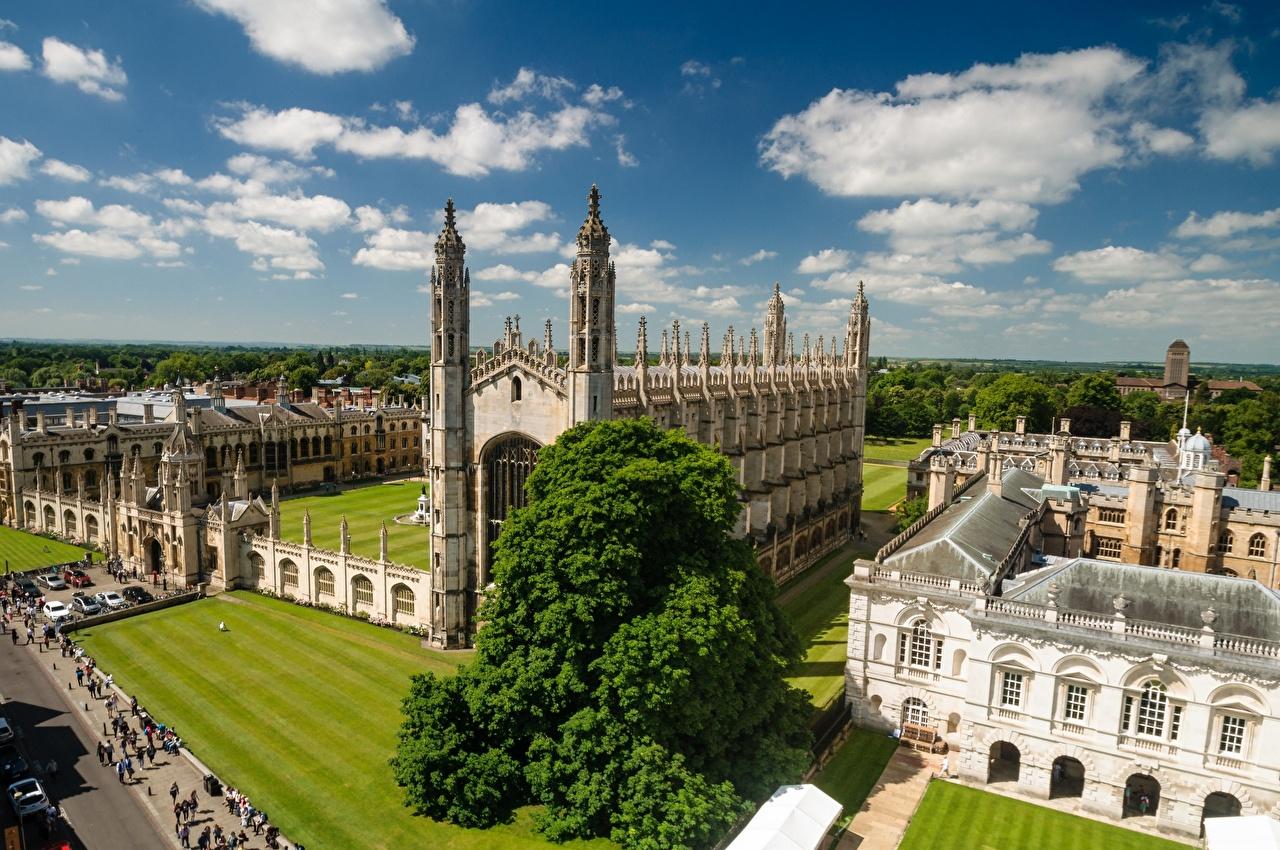 Картинки Англия Башня Cambridge, University of Cambridge Газон Здания Облака Города башни газоне Дома город облако облачно