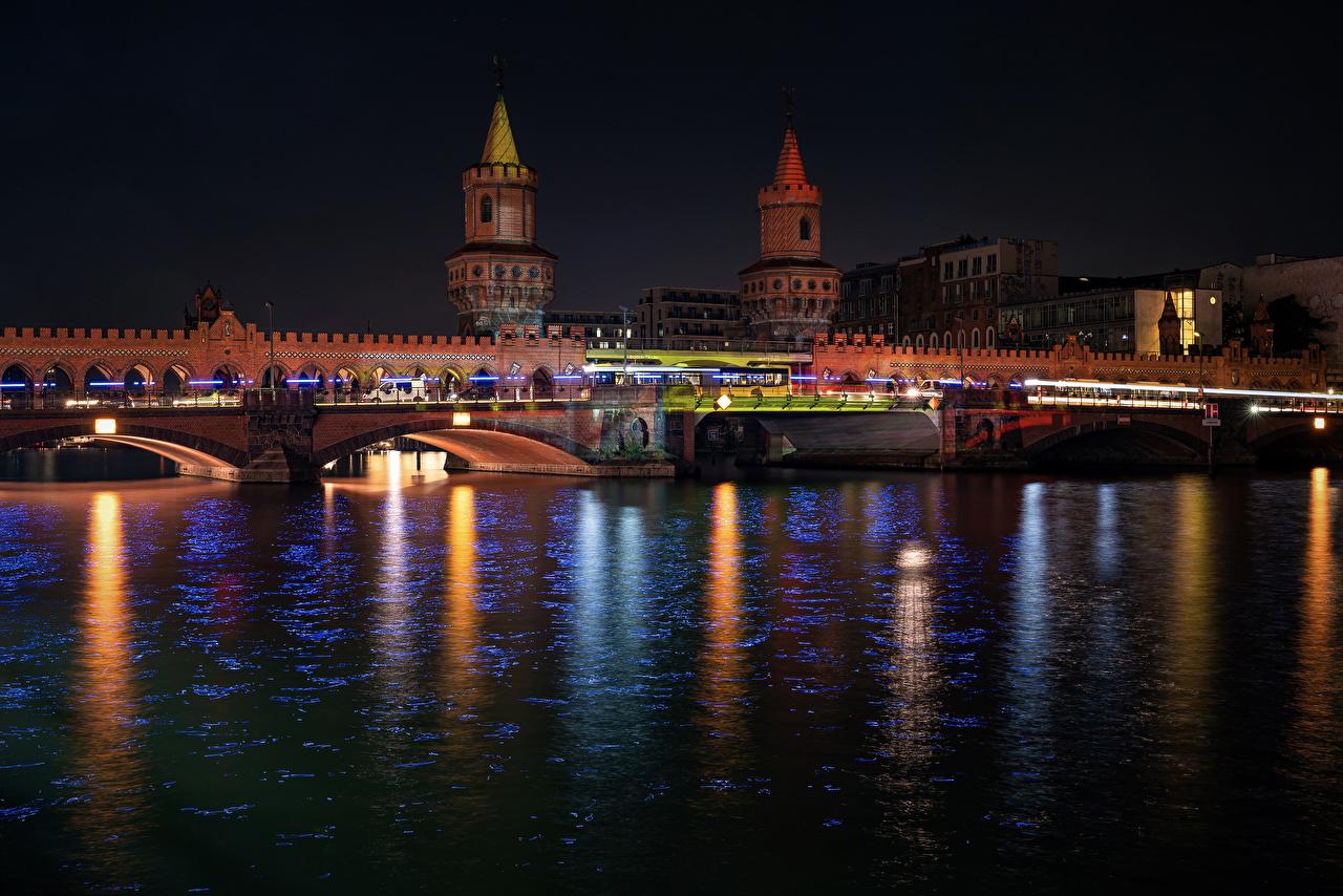 Обои для рабочего стола Берлин Германия мост Реки Ночные Дома Города Мосты Ночь река речка ночью в ночи город Здания