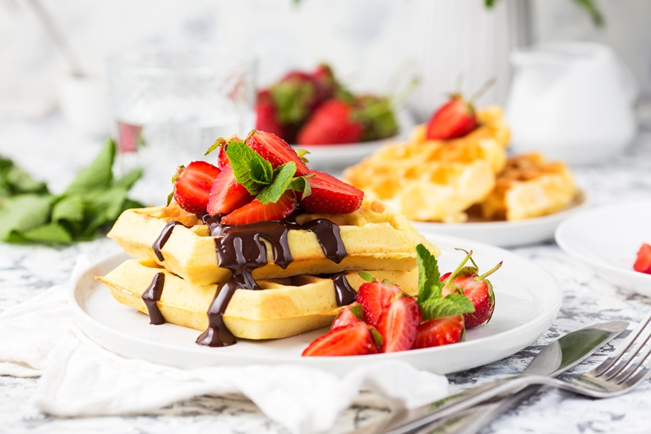 Фотография Вафли Шоколад Десерт Клубника Еда вафля Пища Продукты питания
