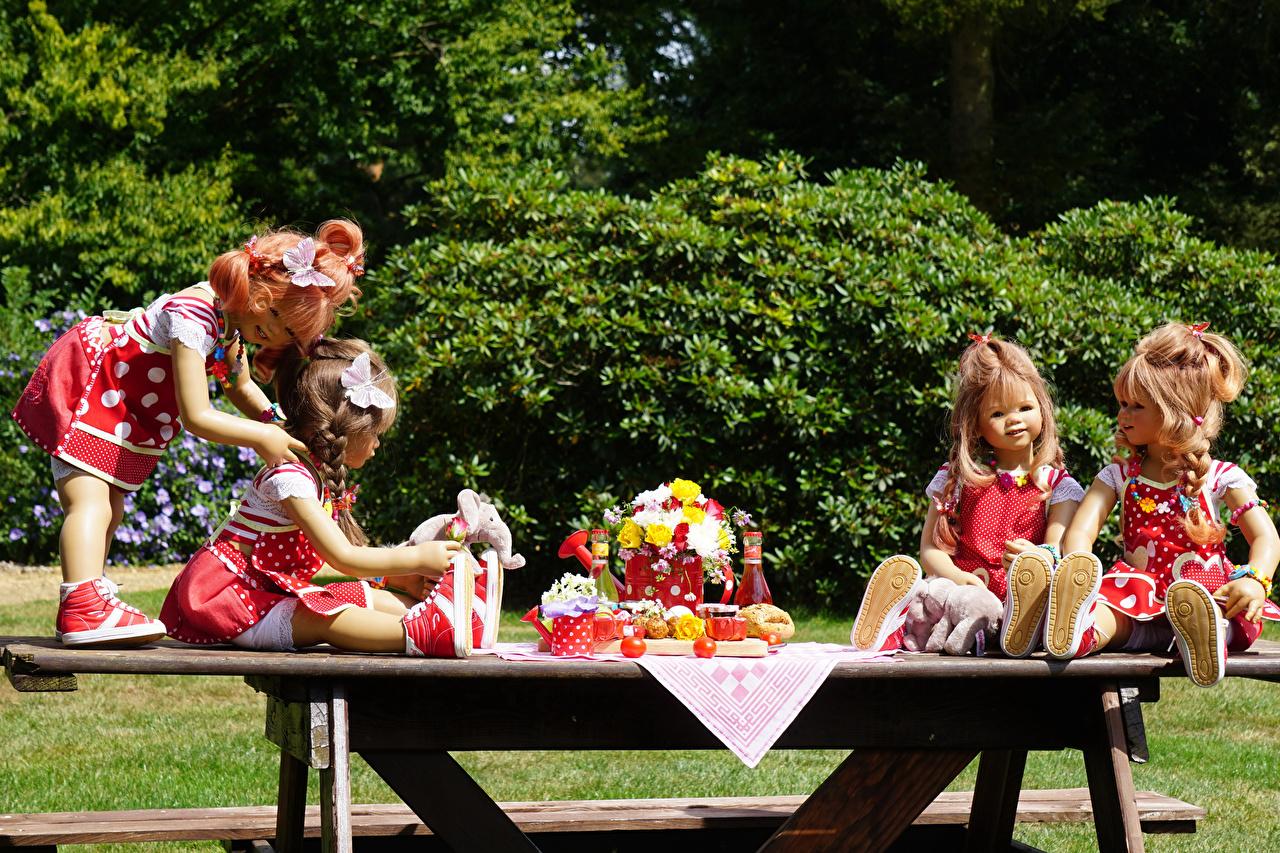 Картинка девочка Германия куклы Grugapark Essen Природа Парки стола платья Девочки Кукла парк Стол столы Платье