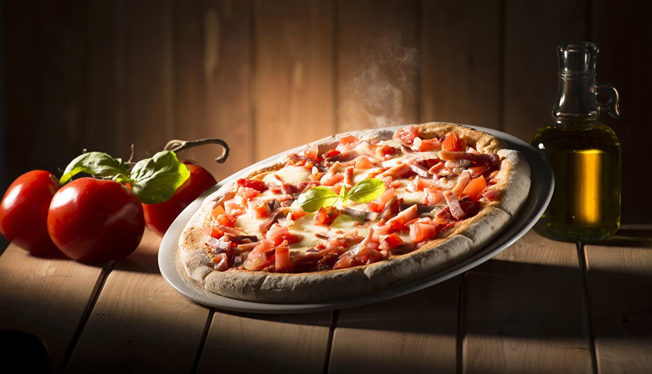 Картинка Пицца Томаты Фастфуд Пища Доски Помидоры Быстрое питание Еда Продукты питания
