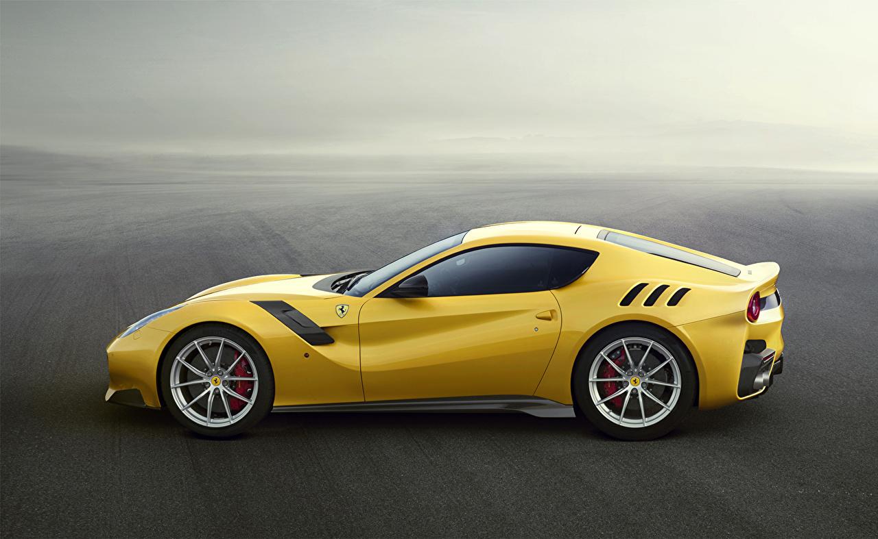 Фотографии 2015 Ferrari F12 TDF Berlinetta желтые авто Сбоку Феррари желтых Желтый желтая машина машины автомобиль Автомобили