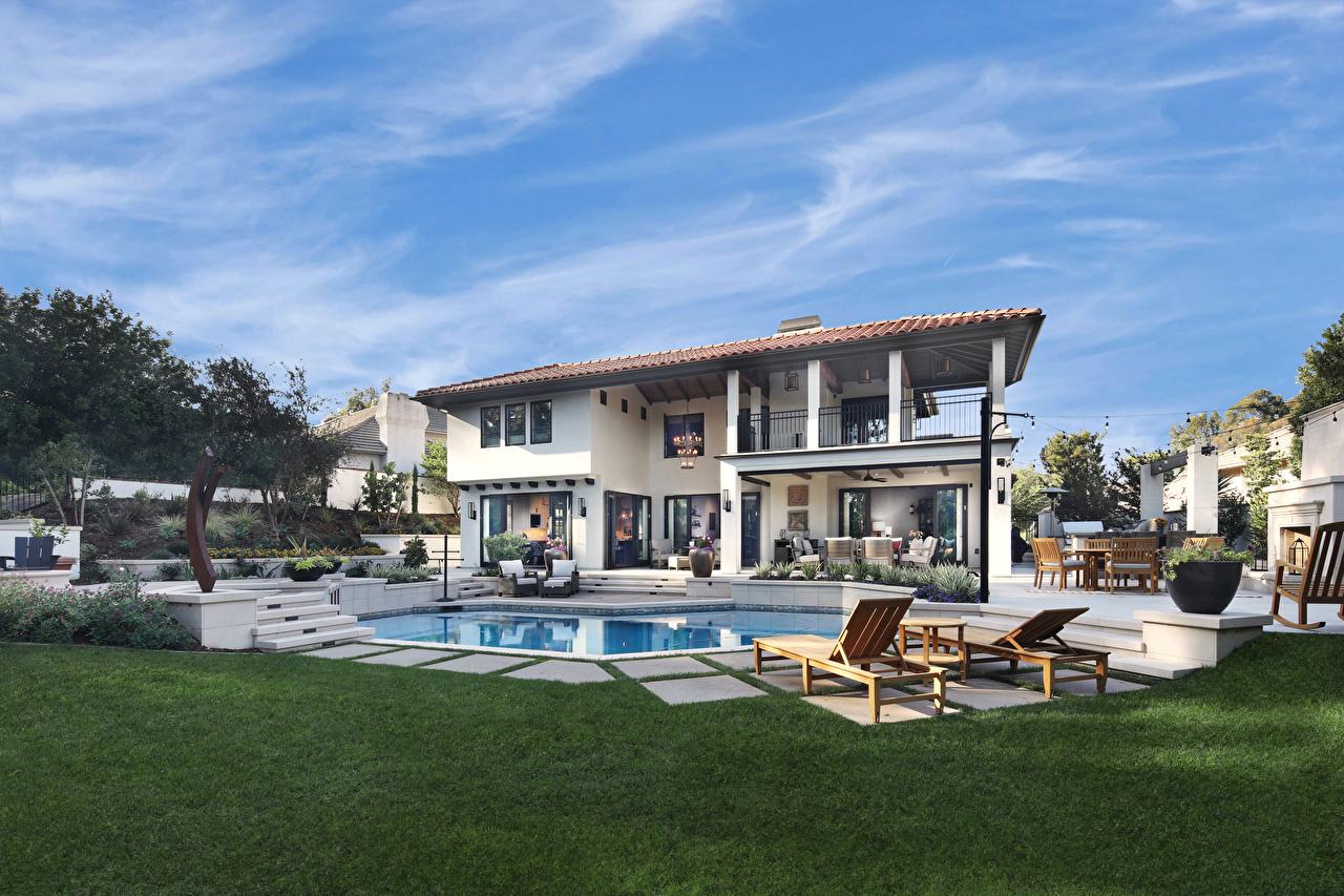 Картинка Вилла Калифорния штаты Бассейны Tustin Газон Лежаки Города дизайна калифорнии США америка Плавательный бассейн газоне Шезлонг город Дизайн