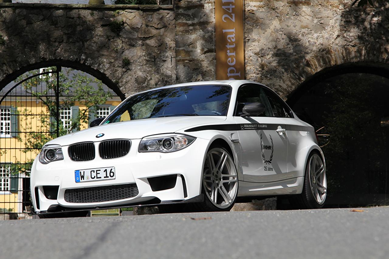 Фотография 2011 Manhart MH1 Biturbo based on BMW 1er E82 белая Фары Спереди автомобиль БМВ Белый белые белых фар авто машины машина Автомобили