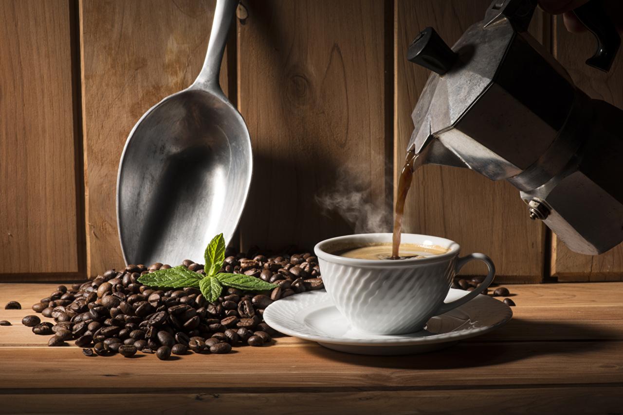 Фотографии Кофе Зерна Чайник Ложка Чашка Стена Продукты питания Доски Еда Пища стенка