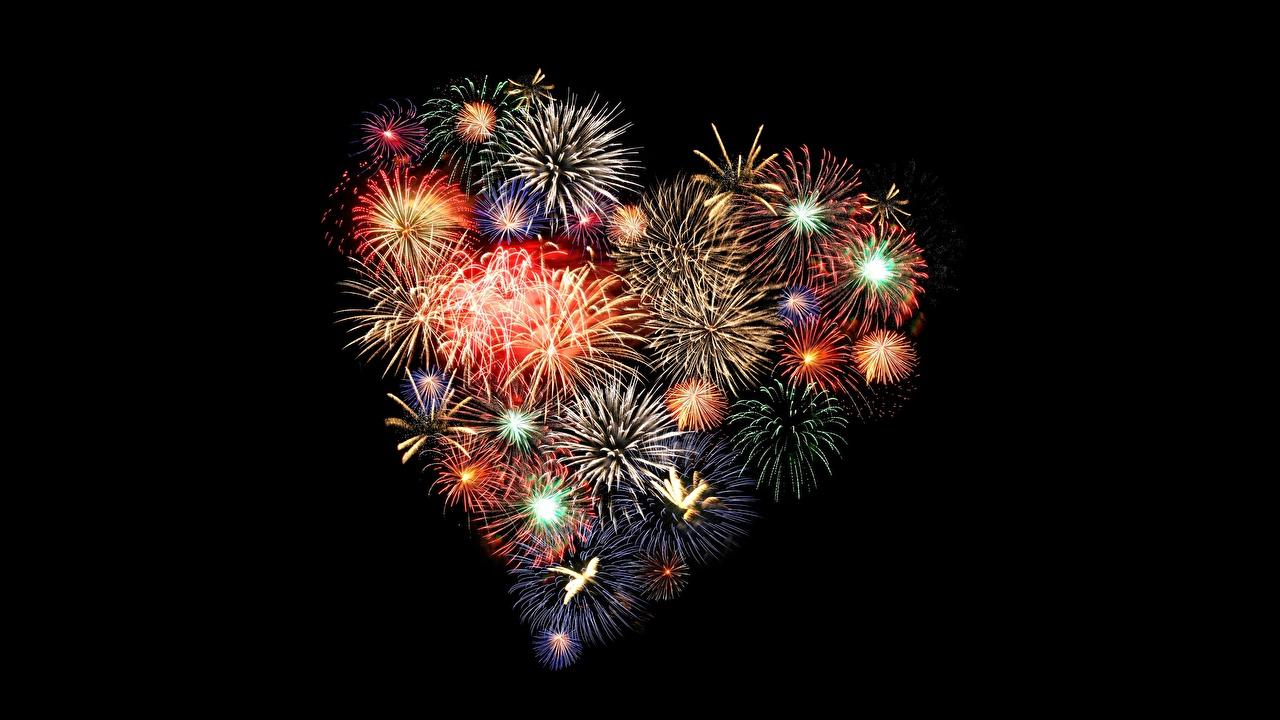 Картинка Салют сердечко Черный фон фейерверк серце Сердце сердца на черном фоне
