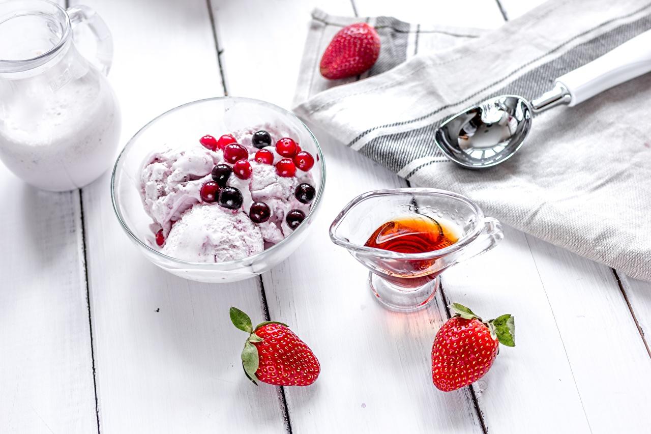 Фотографии Мороженое Клубника Пища Ягоды Еда Продукты питания