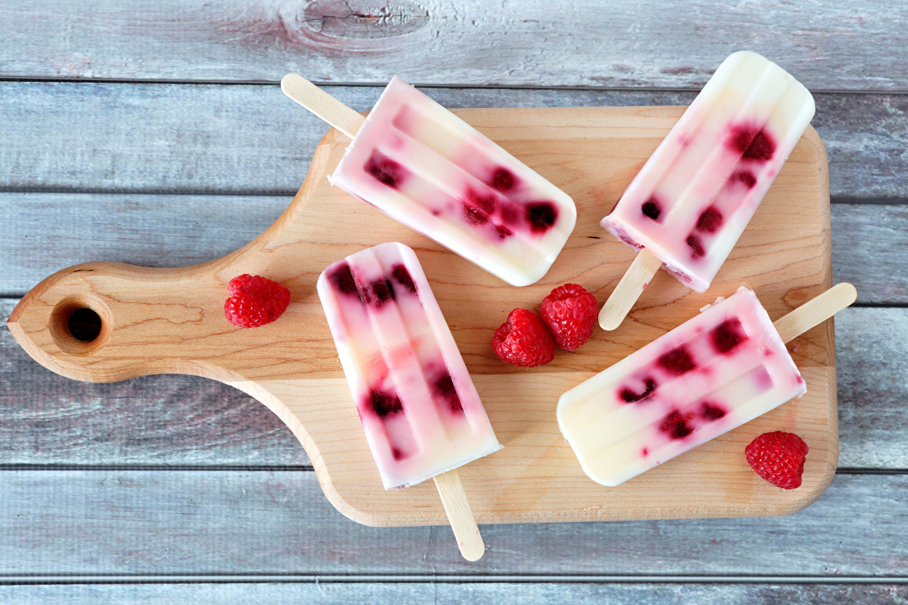Фотографии Мороженое Малина Пища Разделочная доска Сладости Доски Еда Продукты питания