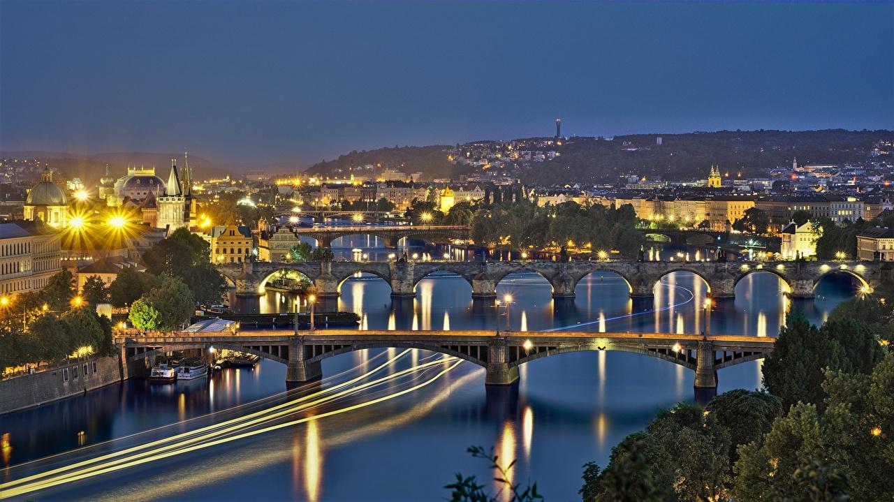 Картинка Прага Чехия Vltava Мосты Реки Ночные Уличные фонари Города Ночь речка
