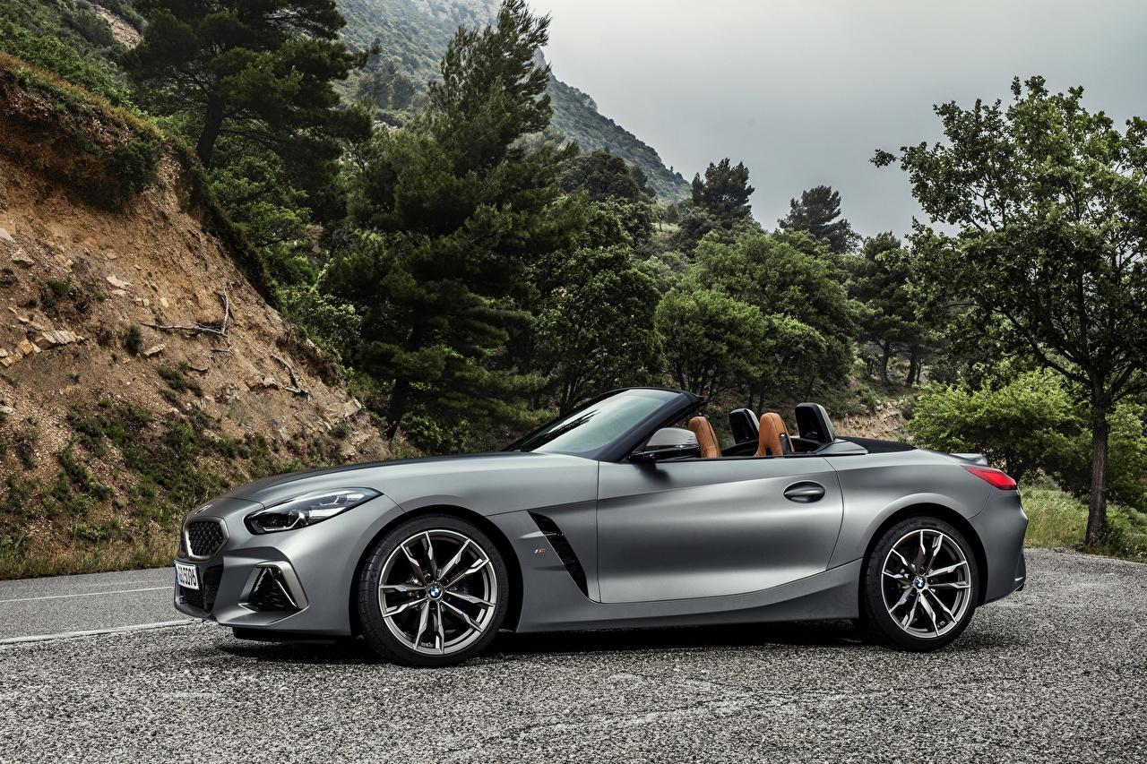Обои для рабочего стола БМВ Z4 M40i 2019 G29 Серебристый Сбоку автомобиль BMW серебряный серебряная серебристая авто машина машины Автомобили