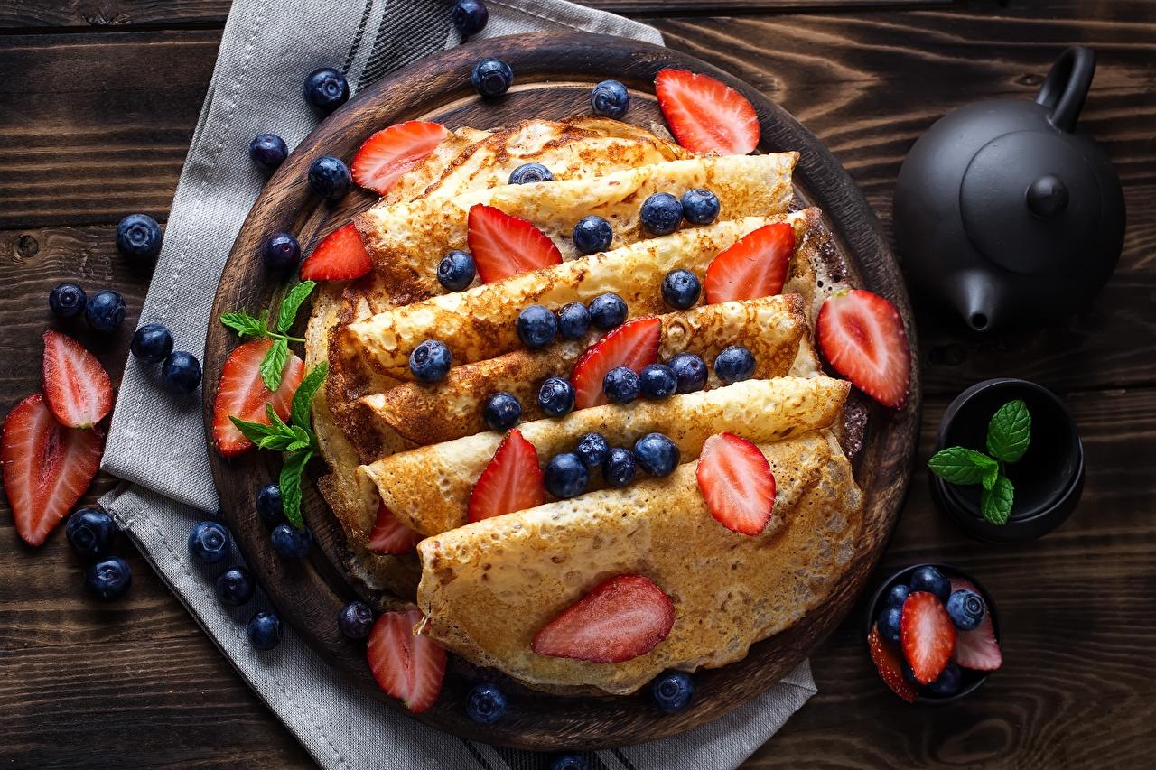Фотография Блины Черника Клубника Еда Ягоды Пища Продукты питания