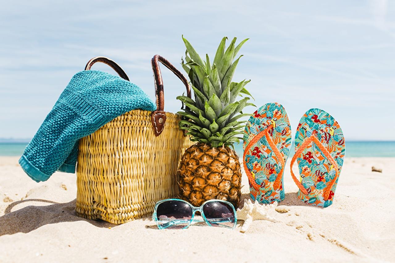 Фото сланцы пляжи Песок Ананасы очках Сумка шлепки Вьетнамки Пляж пляже пляжа песке песка Очки очков