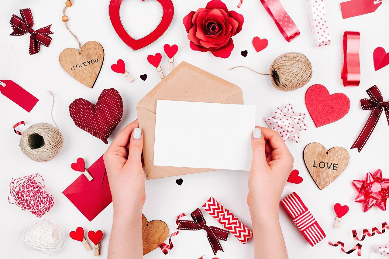 Фото День всех влюблённых Сердце Письмо Руки Шаблон поздравительной открытки День святого Валентина сердечко