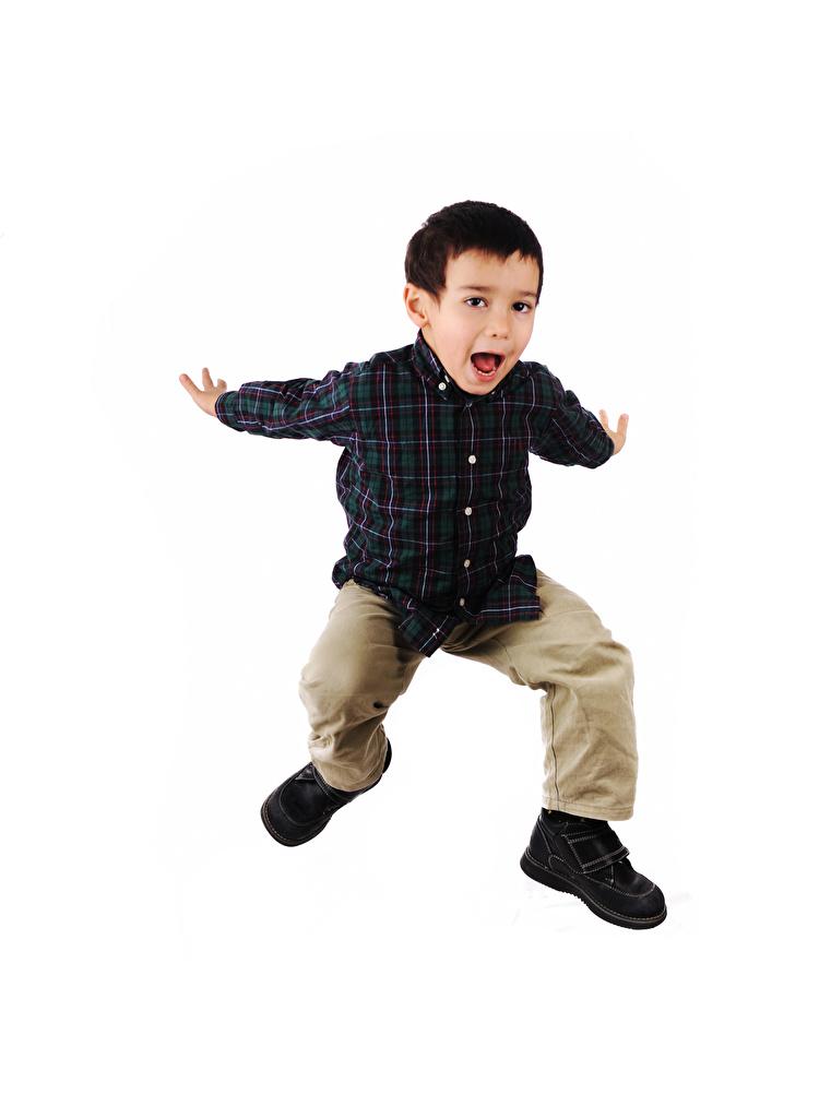 Картинка мальчик счастливый ребёнок прыгает рука белом фоне  для мобильного телефона Мальчики мальчишка мальчишки счастье Радость радостный радостная счастливые счастливая Дети Прыжок прыгать в прыжке Руки Белый фон белым фоном