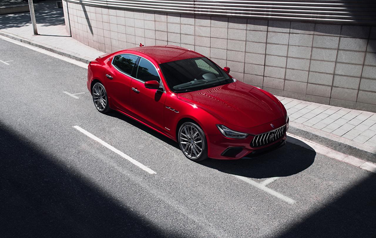 Фотографии Мазерати 2017-18 Ghibli S Q4 GranSport красные Автомобили Maserati красных Красный красная авто машина машины автомобиль