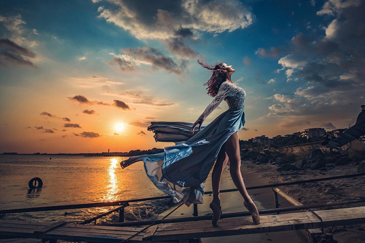 Картинки Балет Модель ветрено Ivan Slavov Поза красивый солнца Природа девушка Ноги Небо рассвет и закат Вечер Платье балета балете фотомодель Ветер ветром позирует Красивые красивая Солнце Девушки молодые женщины молодая женщина ног Рассветы и закаты платья