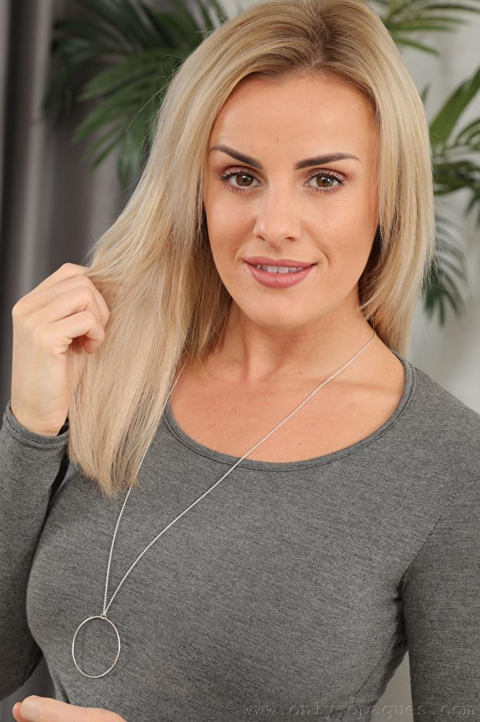 Картинка Amy Green Блондинка молодая женщина Взгляд  для мобильного телефона блондинок блондинки девушка Девушки молодые женщины смотрят смотрит
