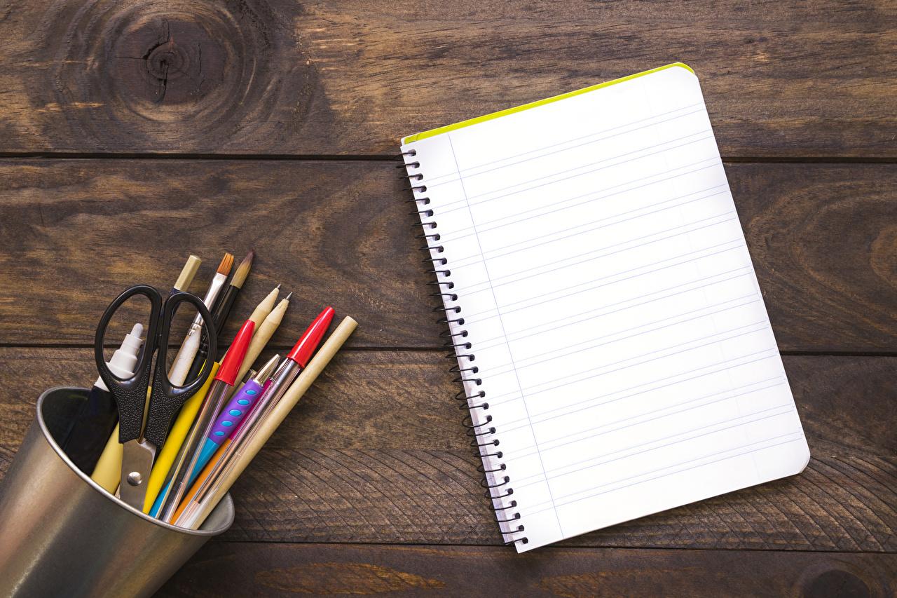 Фото Школа Карандаши Шариковая ручка Блокнот Доски школьные карандаш карандаша карандашей