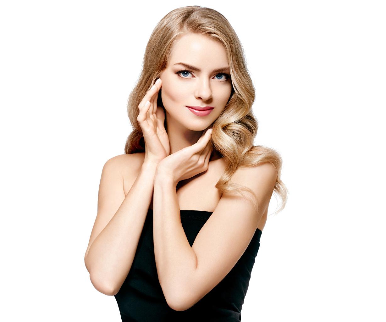 Картинка блондинок молодые женщины Руки смотрят Белый фон Блондинка блондинки девушка Девушки молодая женщина рука Взгляд смотрит белом фоне белым фоном