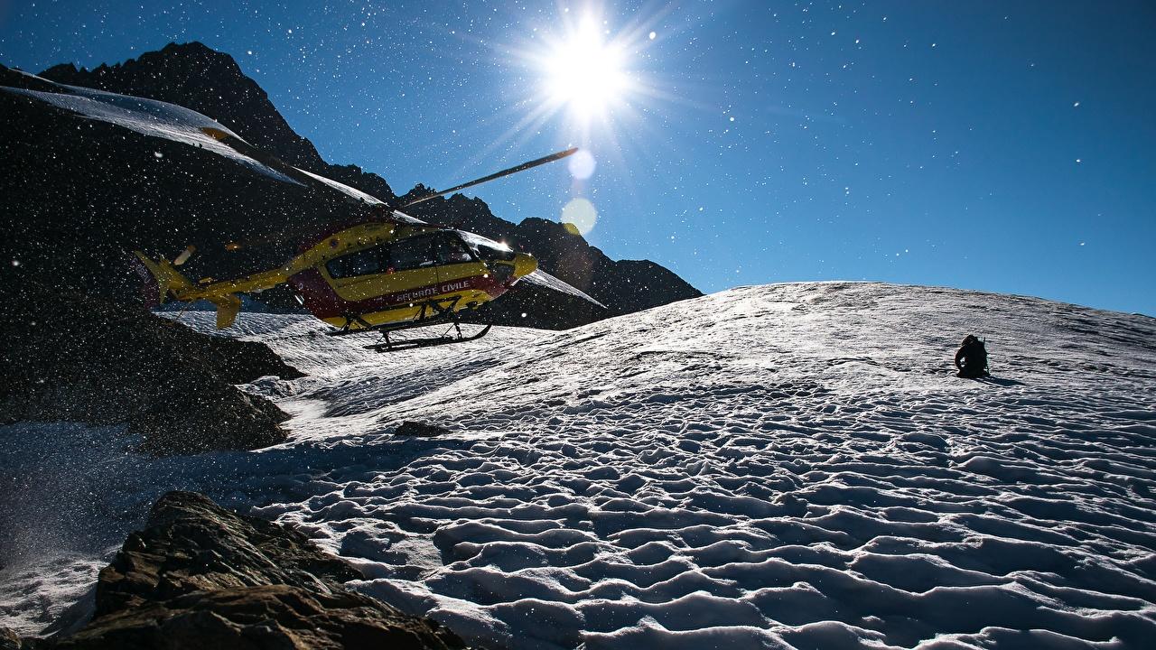 Фотография вертолет Горы Солнце снегу Авиация Вертолеты гора солнца Снег снега снеге
