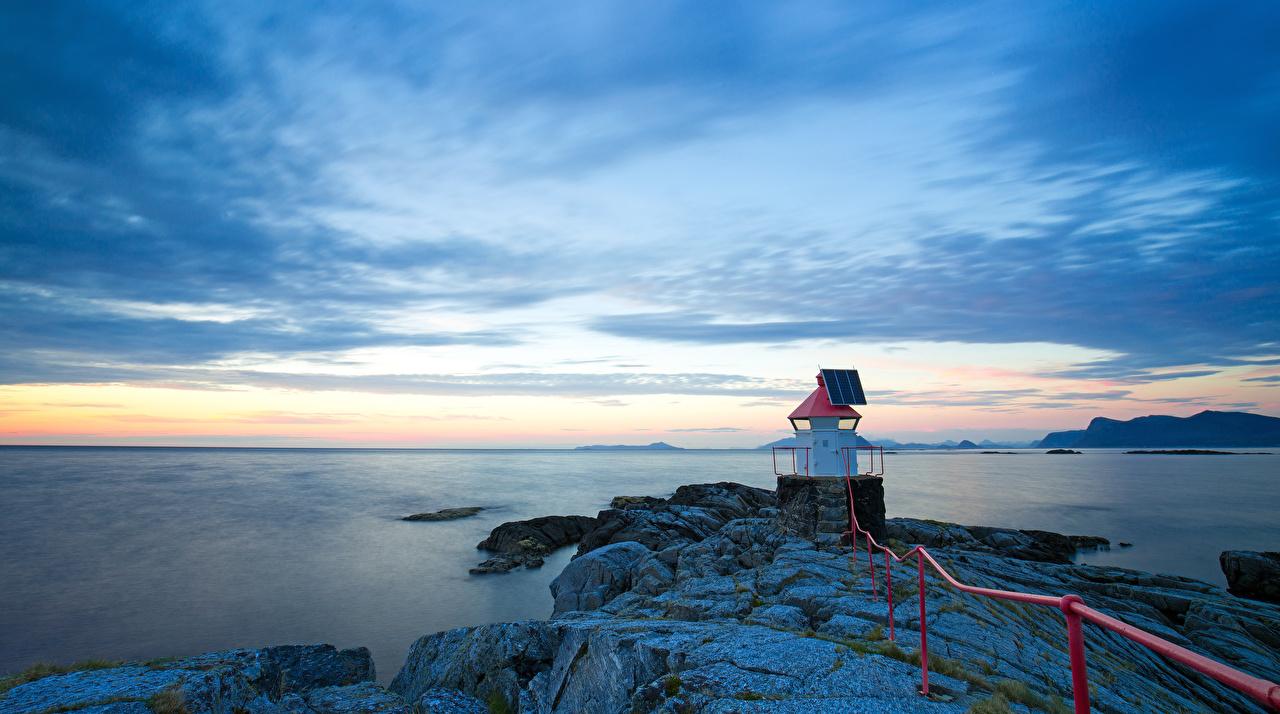 Фото Норвегия Møre og Romsdal маяк Утес Природа Вечер Побережье Маяки Скала скале скалы берег