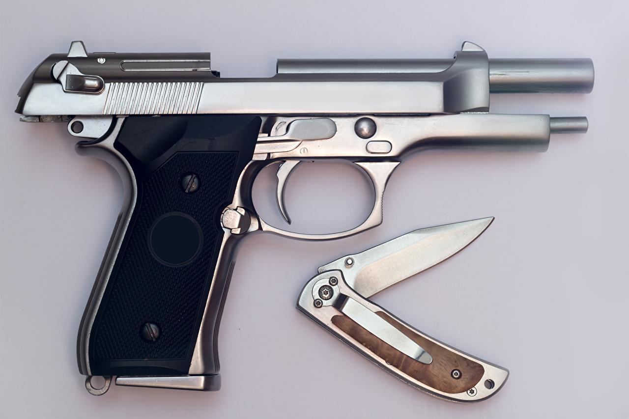 Фотографии Пистолеты ножик Серый фон Крупным планом Армия Нож вблизи