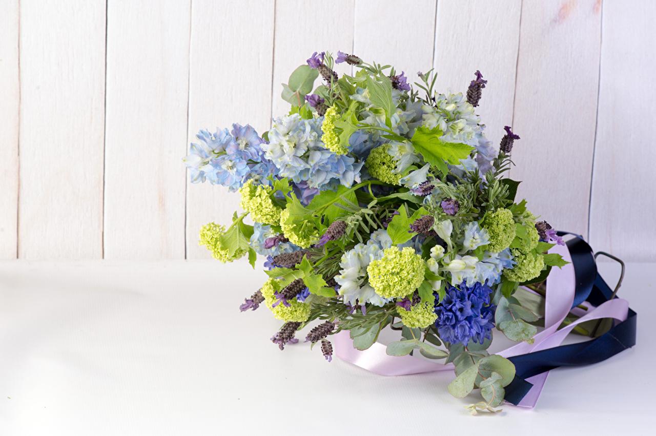 Картинки Букеты цветок Шпорник Лаванда Гиацинты Доски букет Цветы Живокость Дельфиниум