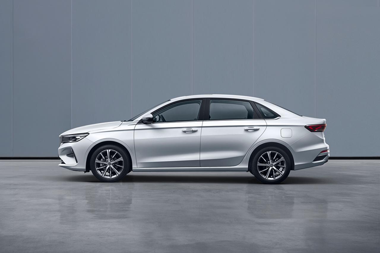 Фотографии Geely китайский Emgrand, 2021 белых Сбоку Металлик Автомобили Китайские китайская белая белые Белый авто машины машина автомобиль
