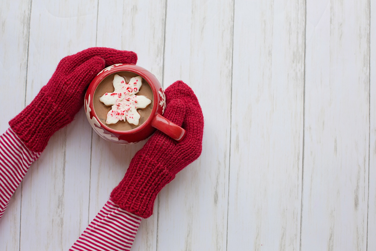 Фотографии Горячий шоколад рукавицы Руки кружке Доски Варежки варежках рукавицах рука Кружка кружки