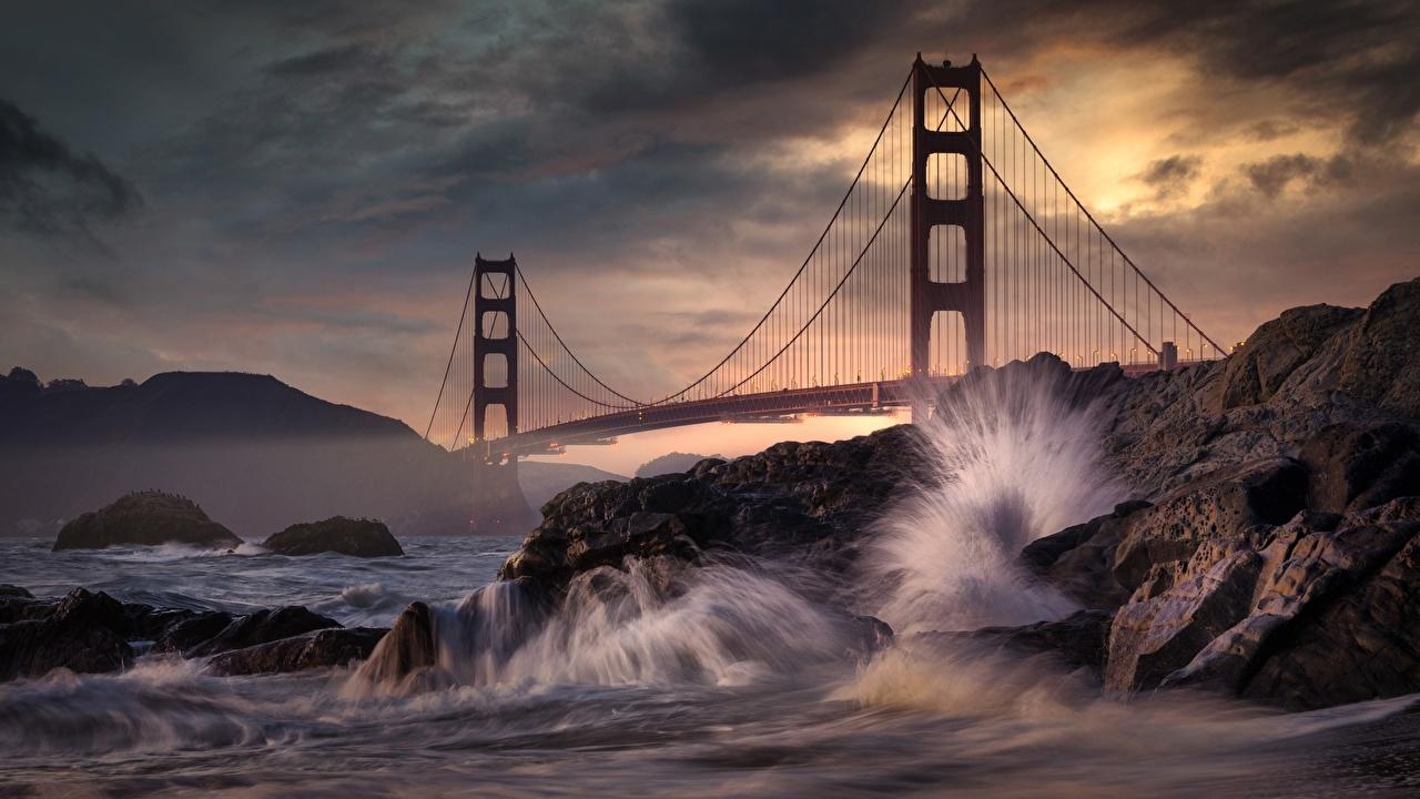 Картинка Калифорния Сан-Франциско штаты Golden Gate Bridge Мосты Скала Природа Волны Камни калифорнии США америка мост Утес скале скалы Камень