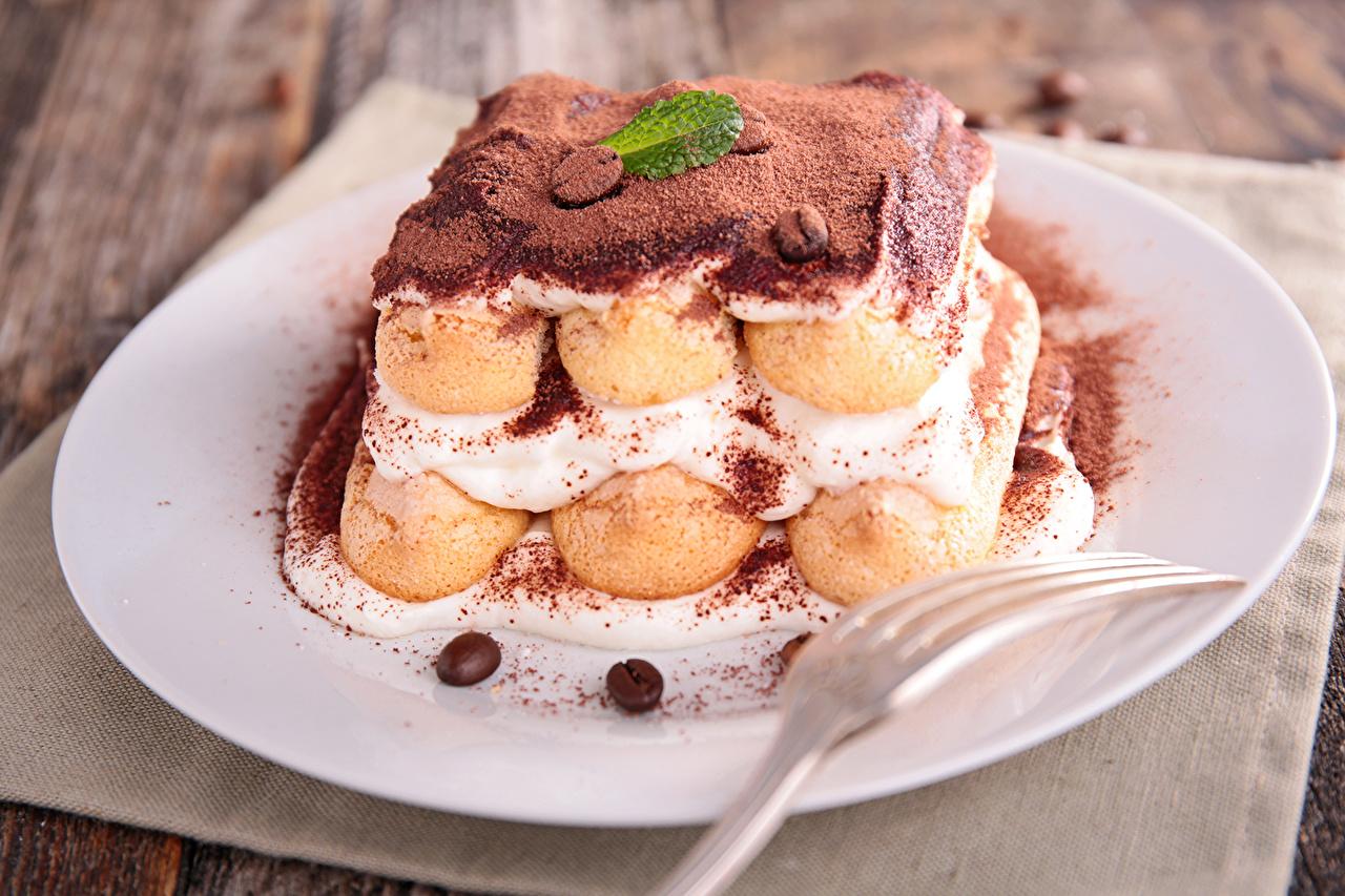Картинка Шоколад Тарелка Продукты питания Сладости Пирожное Еда Пища тарелке сладкая еда
