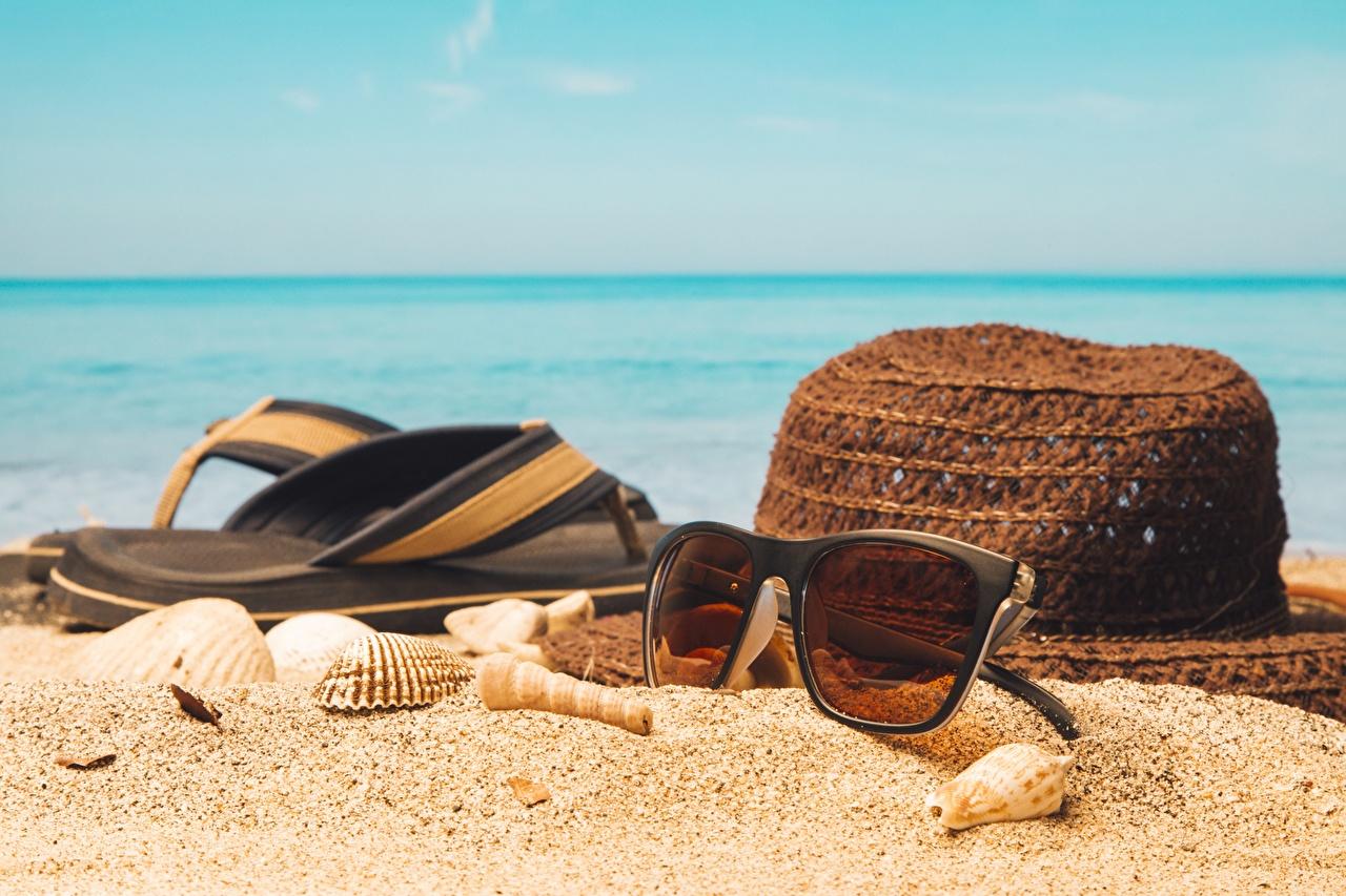 Картинки шлепки Лето шляпы Песок Ракушки очков сланцы Вьетнамки шляпе Шляпа песке песка Очки очках