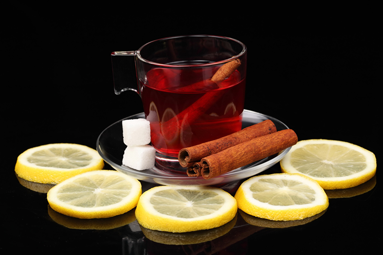 Фото Чай Сахар Корица Лимоны Пища Чашка Черный фон сахара Еда чашке Продукты питания на черном фоне