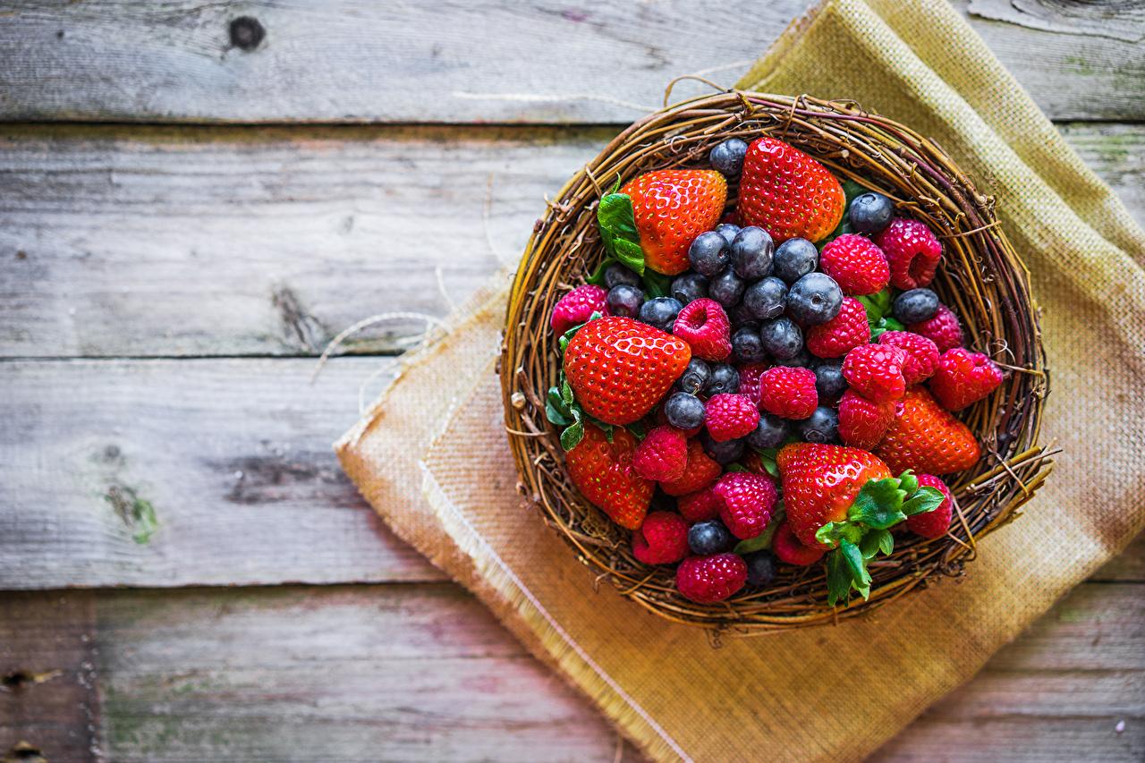 Картинка Малина Черника Клубника Еда Ягоды Пища Продукты питания
