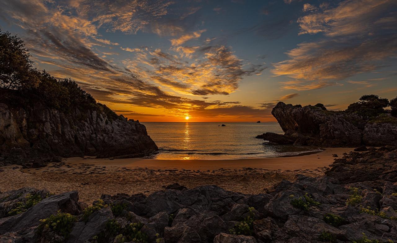Картинка пляжа Море солнца Природа Небо Пейзаж рассвет и закат облачно Пляж пляже пляжи Солнце Рассветы и закаты Облака облако