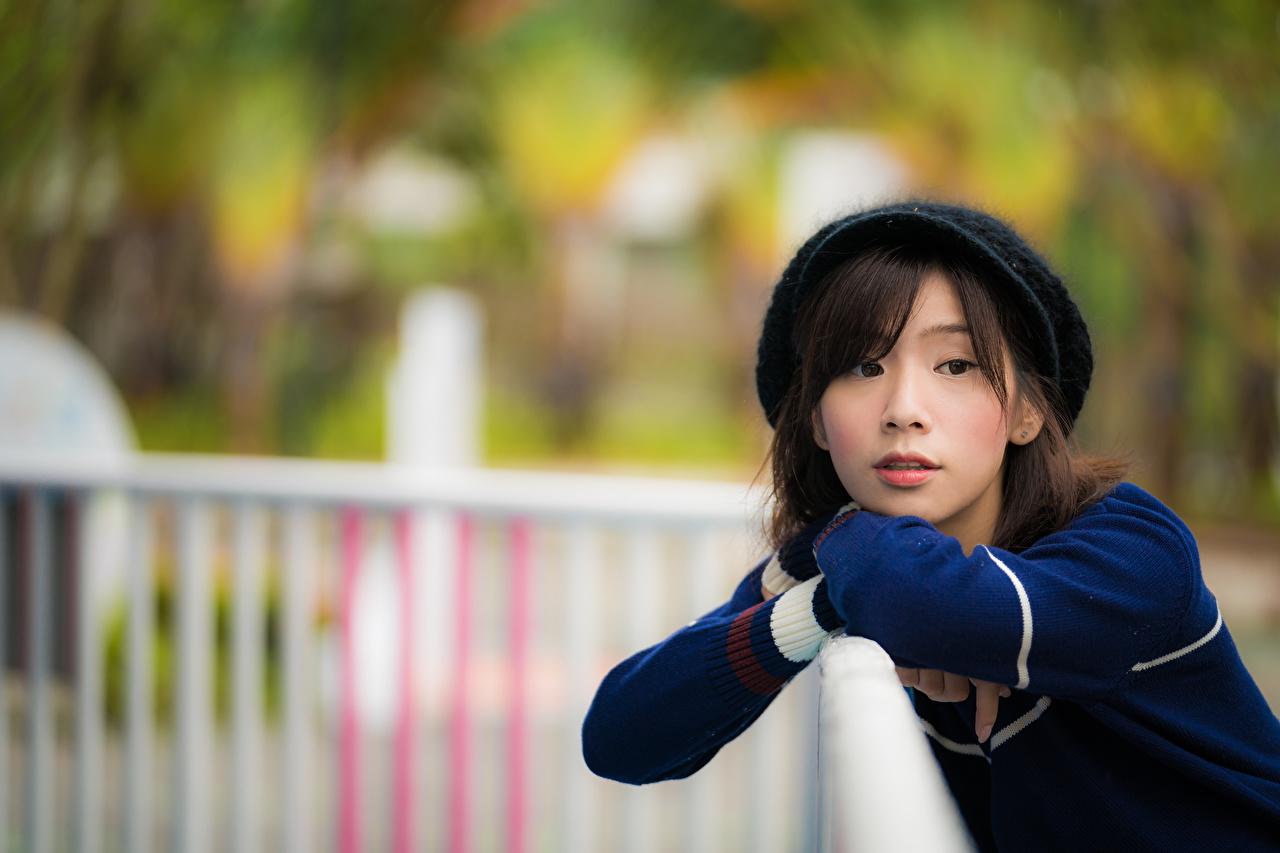 Картинка боке Девушки азиатка Взгляд Размытый фон девушка молодые женщины молодая женщина Азиаты азиатки смотрят смотрит