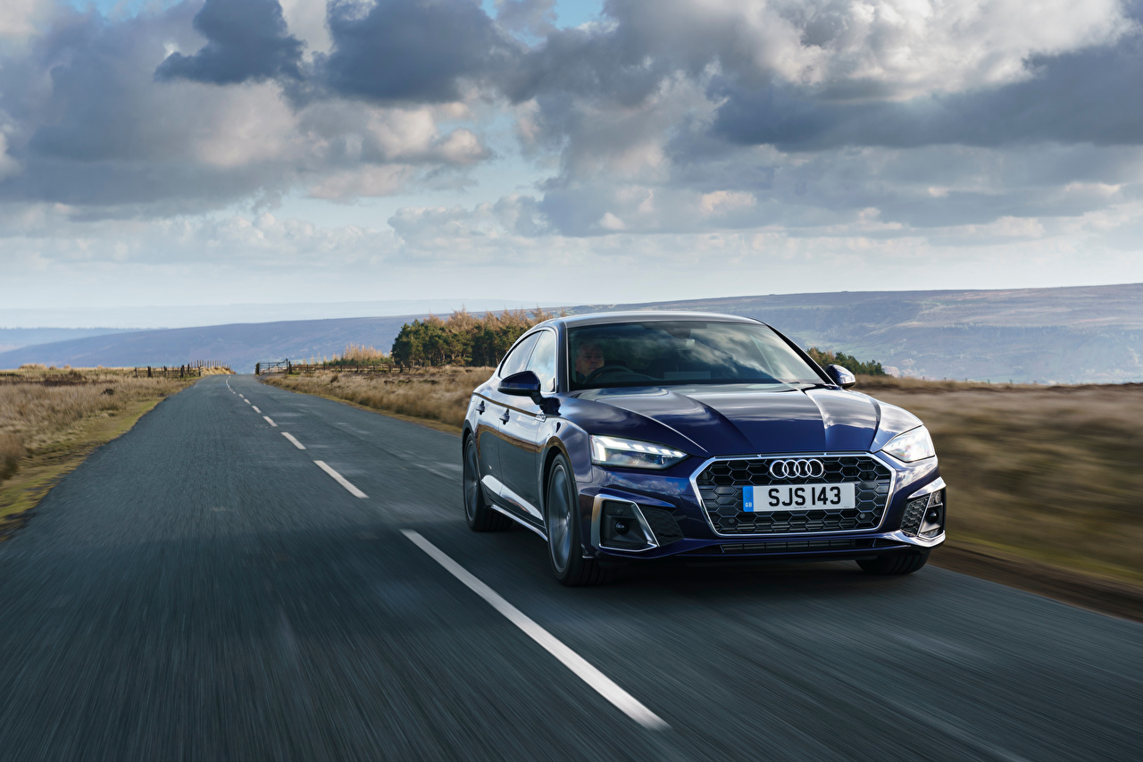 Картинка Ауди A5 Sportback 40 TFSI S line, UK-spec, 2020 синие Дороги Движение Металлик Автомобили Audi синяя Синий синих едет едущий едущая скорость авто машины машина автомобиль