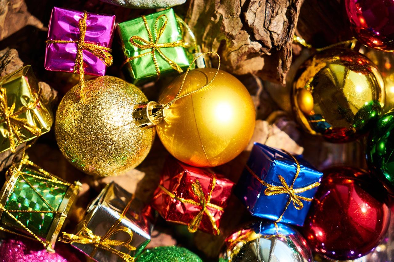 Фото Рождество подарок Шарики Праздники Крупным планом Новый год Подарки подарков Шар вблизи