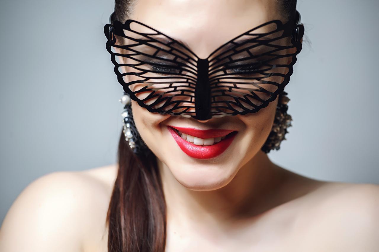 Картинка Улыбка Макияж Лицо Девушки Маски сером фоне красными губами мейкап улыбается косметика на лице лица девушка молодые женщины молодая женщина Серый фон Красные губы