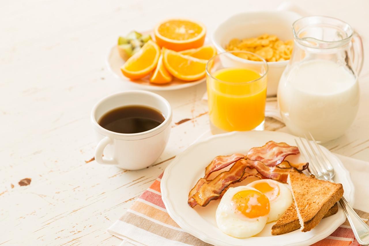 Картинки Еда Молоко Завтрак Сок Кофе Бекон Хлеб Чашка глазунья Пища Продукты питания чашке яичницы Яичница