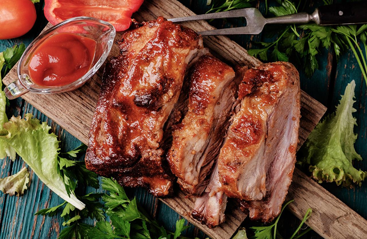 Картинка Кетчуп Еда Разделочная доска Мясные продукты Пища Продукты питания