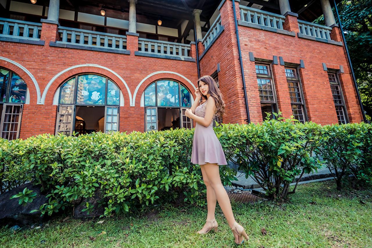 Фотографии позирует Девушки Ноги Азиаты Платье Поза девушка молодая женщина молодые женщины ног азиатки азиатка платья