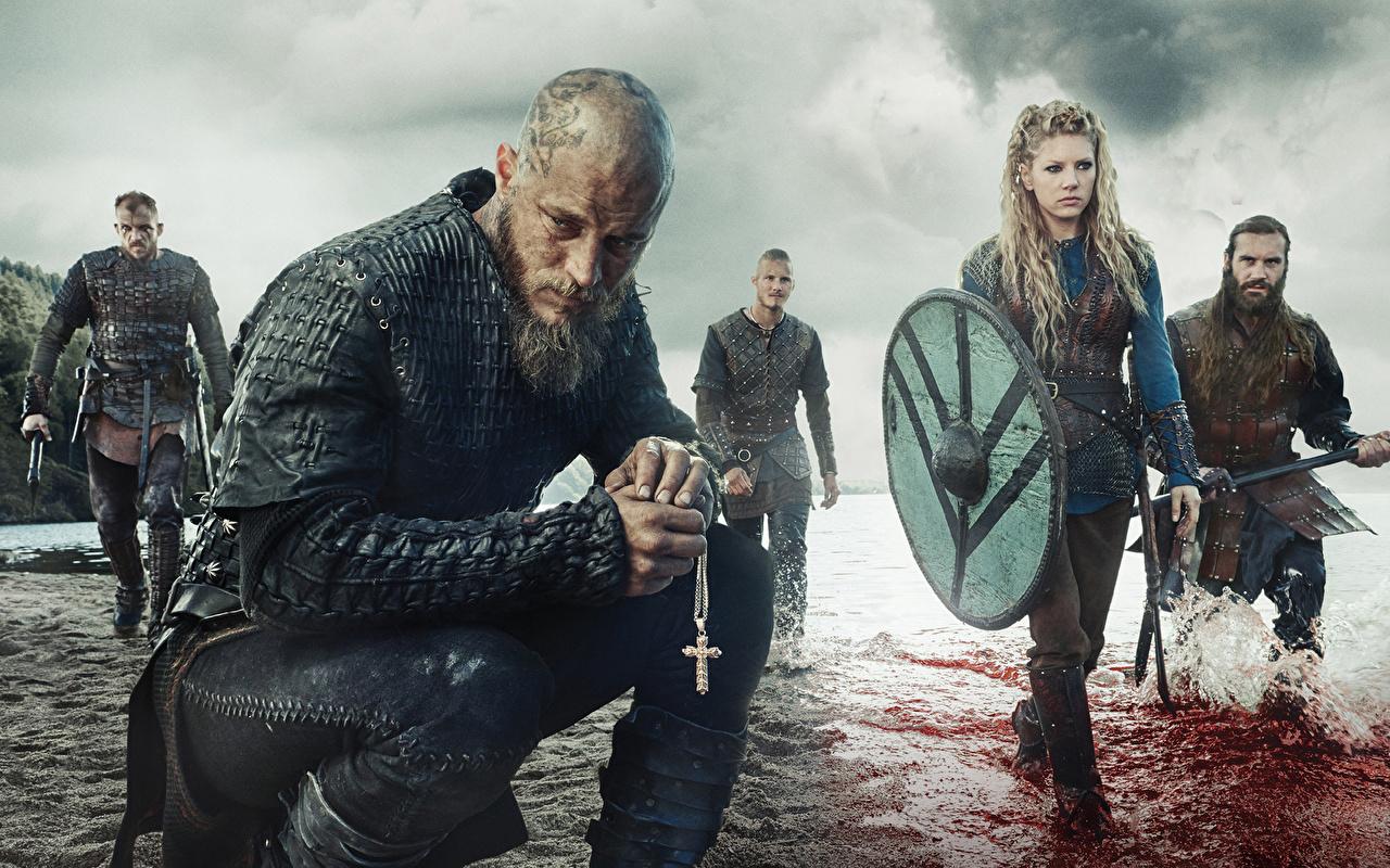 Фотография Викинги (телесериал) с щитом воины мужчина молодые женщины Фильмы Щит щиты воин Воители Мужчины девушка Девушки молодая женщина кино