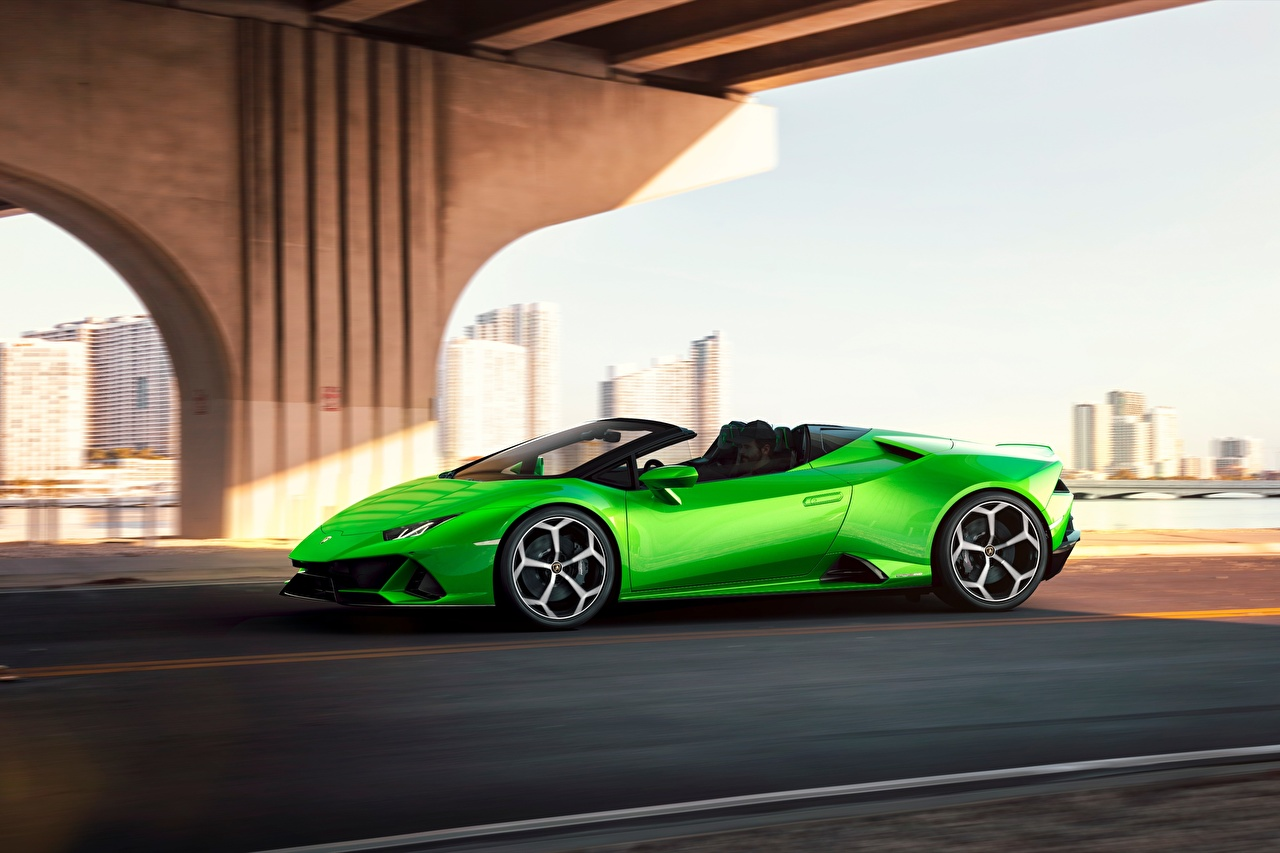 Фотографии Lamborghini Spyder Evo Huracan Родстер зеленая Сбоку автомобиль Ламборгини Зеленый зеленые зеленых авто машины машина Автомобили