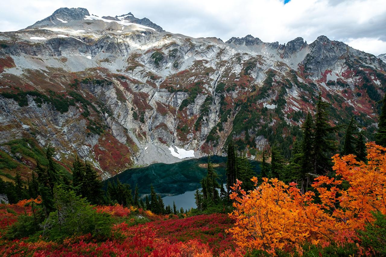 Картинка штаты Doubtful Lake Горы Осень Природа Озеро США осенние