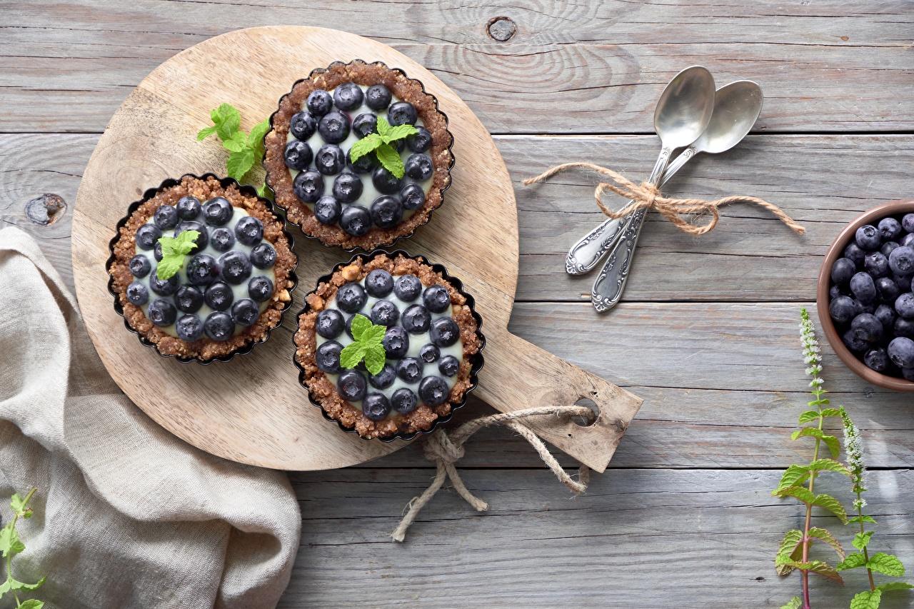 Картинка Десерт Черника Пища столы ложки Пирожное Еда Стол стола Ложка Продукты питания