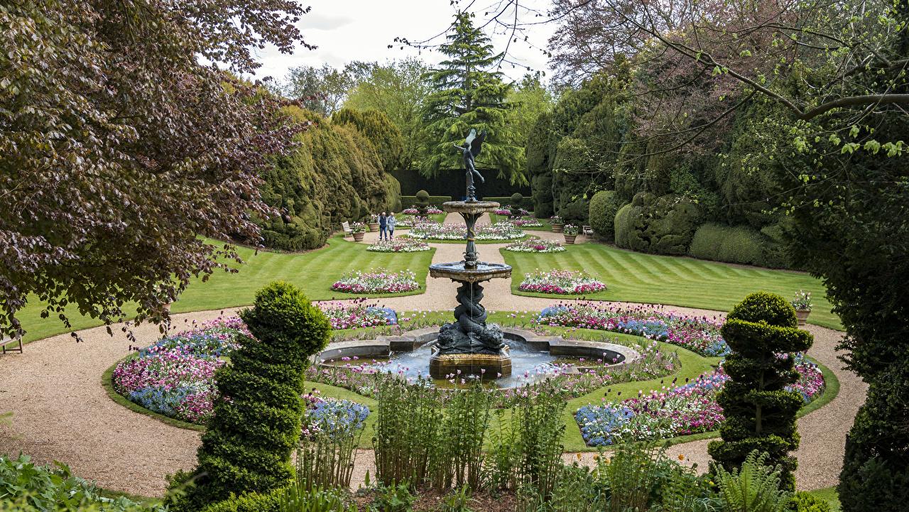 Картинки Англия Фонтаны Ascott House gardens Природа Сады газоне кустов дизайна Газон Кусты Дизайн