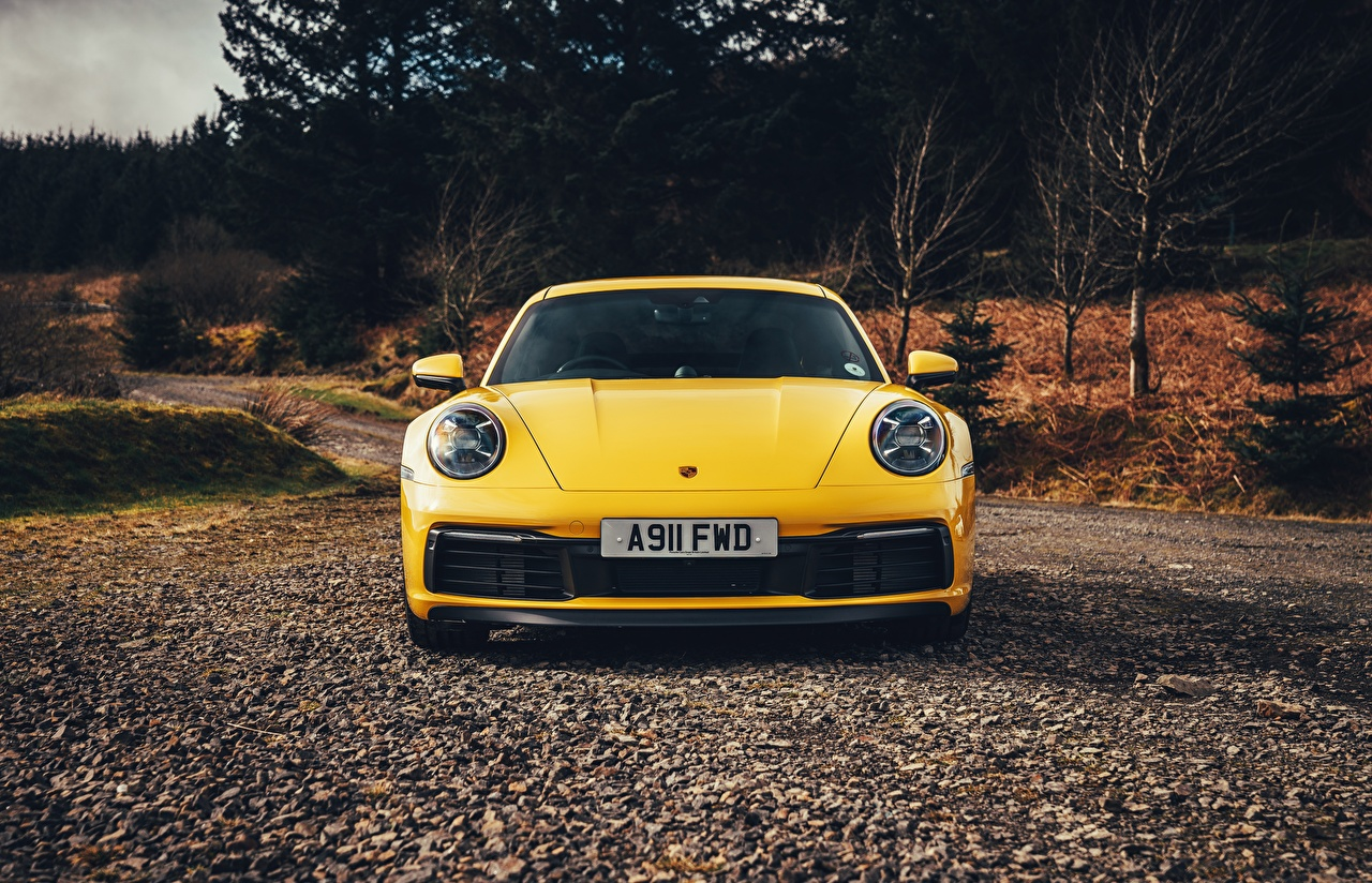 Фотографии Порше 911 Carrera 4S 2019 Желтый машина Спереди Porsche желтая желтые желтых авто машины Автомобили автомобиль