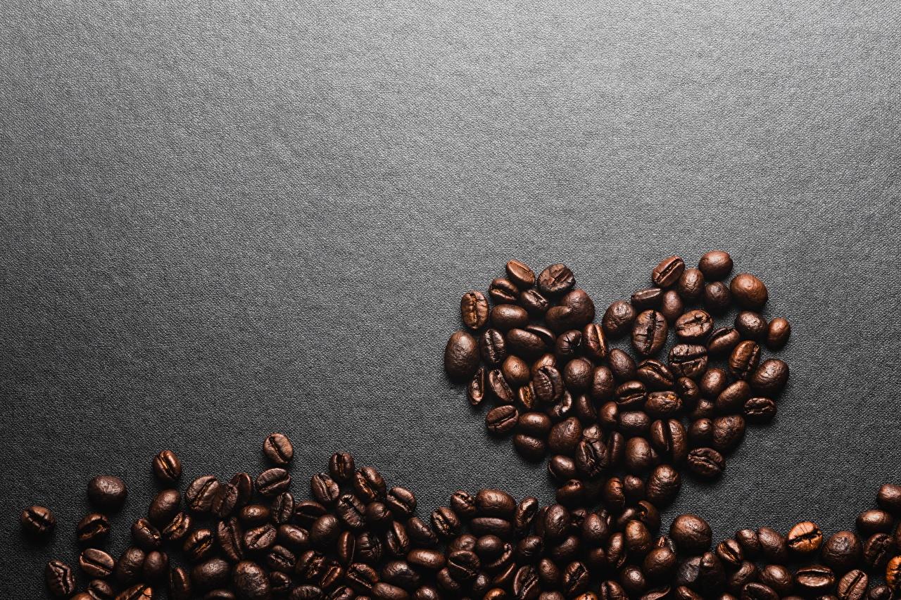 Картинки сердечко Кофе зерно Продукты питания Шаблон поздравительной открытки Серый фон серце сердца Сердце Зерна Еда Пища сером фоне