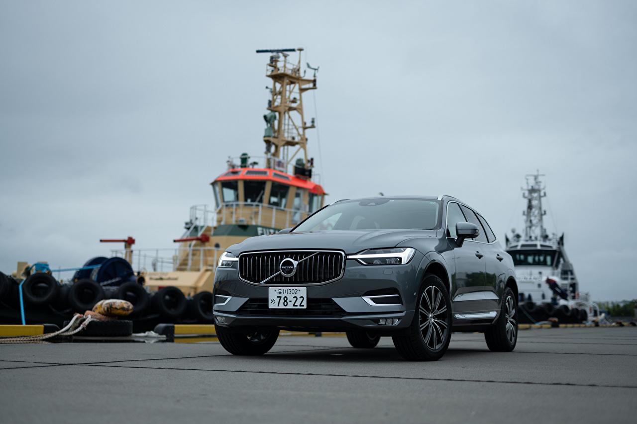 Картинка Вольво CUV XC60 B5 Inscription JP-spec, 2019 серые авто Спереди Металлик Volvo Кроссовер серая Серый машина машины Автомобили автомобиль